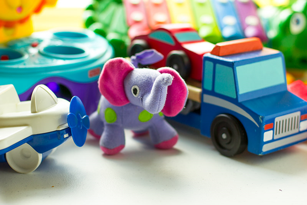 tips for choosing toys for toddlers Tips are provided for choosing toys for toddlers that will grow with them, challenge them, and nurture their overall development.